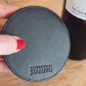 Glasuntersetzer aus Leder - Stämpfli Weinkellerei